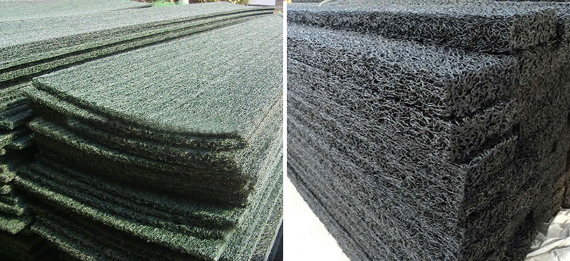 Rectangular plastic blind ditches in green and black colors are piled up in order.